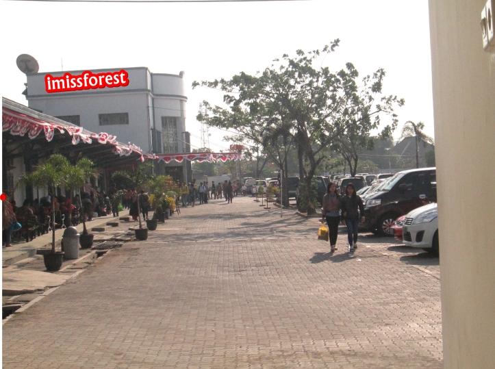 Halaman depan Stasiun Poncol (Dokumentasi pribadi, taken by Canon PowerShot A2300)