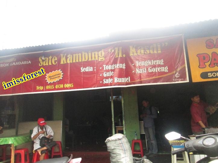 Spanduk rumah makan (dokumentasi pribadi, taken by Canon PowerShot A2300)
